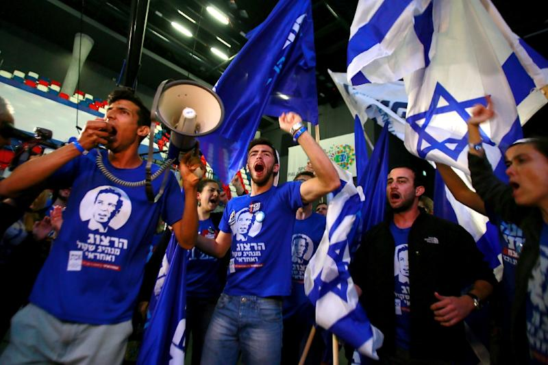 Supporters of the centre-left Zionist Union party take part in early celebrations outside the party's headquarters as they wait for the announcement of the first official results of the Israel's parliamentary elections on March 17, 2015 in Tel Aviv (AFP Photo/Gali Tibbon)