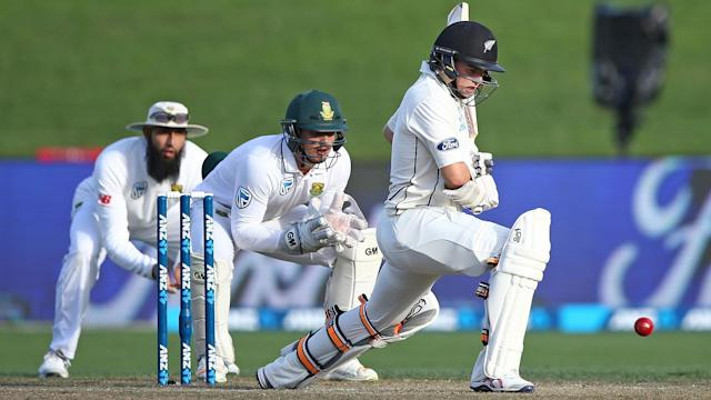 After Quinton De Kock led South Africa, New Zealand started brightly in response in the third Test in Hamilton.