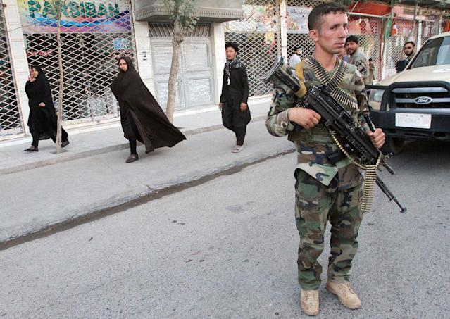 <p>A member of Afghan National Army (ANA) stands guard near a mosque after an overnight suicide attack in Herat, Afghanistan, Aug. 2, 2017. (Photo: Mohammad Shoib/Reuters) </p>