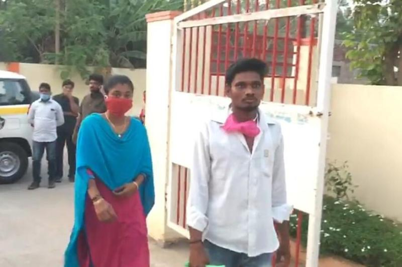 Love Knows No Lockdown: Woman in Andhra Walks 60 Km to Marry Her Boyfriend in Neighbouring Village