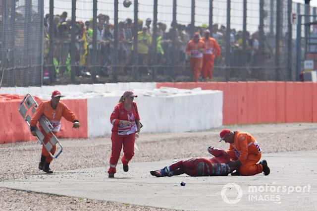 "Andrea Dovizioso, Ducati Team después dell accidente <span class=""copyright"">Gold and Goose / Motorsport Images</span>"