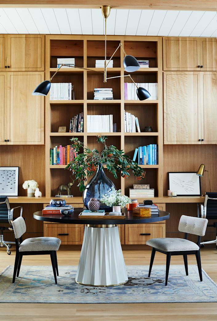 """<h1 class=""""title"""">Janice Barta's home office in Los Angeles</h1> <div class=""""caption""""> Janice Barta has set up multiple work stations in her Los Angeles home. </div> <cite class=""""credit"""">True O'Neill</cite>"""