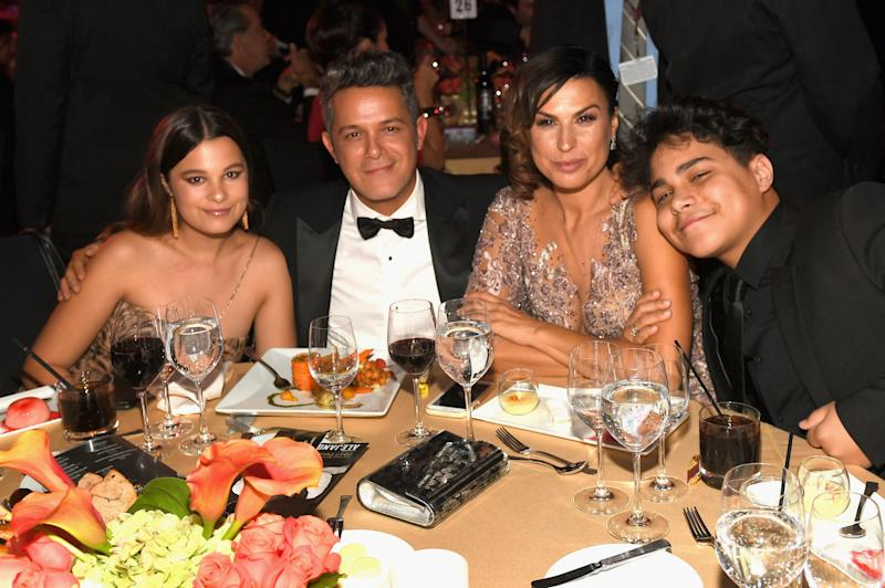 LAS VEGAS, NV - NOVEMBER 15: Honoree Alejandro Sanz (2nd L) with (L-R) Manuela Sanchez Michel and Raquel Perera attend the 2017 Person of the Year Gala honoring Alejandro Sanz at the Mandalay Bay Convention Center on November 15, 2017 in Las Vegas, Nevada. (Photo by Rodrigo Varela/Getty Images for LARAS)