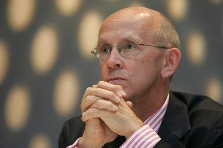 Davies listens at  AIDS conference in London