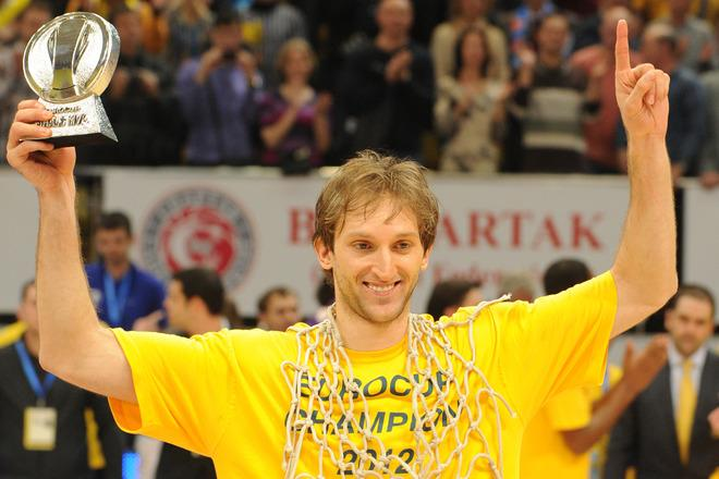 BC Khimki's Zoran Planinic poses with his MVP trophy after winning the Eurocup final basketball match between BC Khimki and Valencia in Khimki, outside Moscow on April 15, 2012. BC Khimki won 77-68.    AFP PHOTO / KIRILL KUDRYAVTSEV