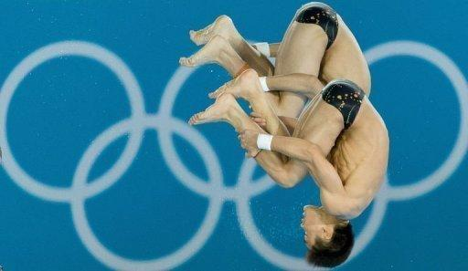China's Cao Yuan and Zhang Yanquan compete in the men's synchronised 10m platform final diving event in the London 2012 Olympic Games at the Olympic Park on July 30, 2012