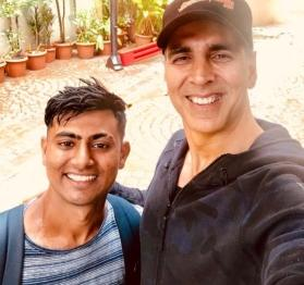 Akshay Kumar overwhelmed by a fan walking 900 km in 18 days to meet him