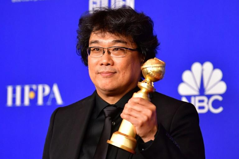 """South Korean film director Bong Joon-ho poses with his Golden Globe for Best Foreign Language Film for """"Parasite"""""""