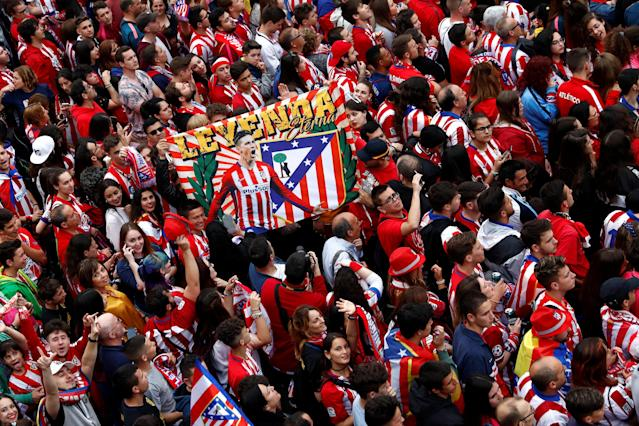 Soccer Football - Atletico Madrid Celebrate Winning The Europa League - Neptuno Square, Madrid, Spain - May 18, 2018 Atletico Madrid fans REUTERS/Juan Medina