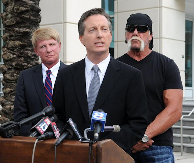 Charles Harder, center, speaks during a press conference with his client Hulk Hogan and fellow attorney David Houston, left, on Oct. 15, 2012. (Gerardo Mora via Getty Images)