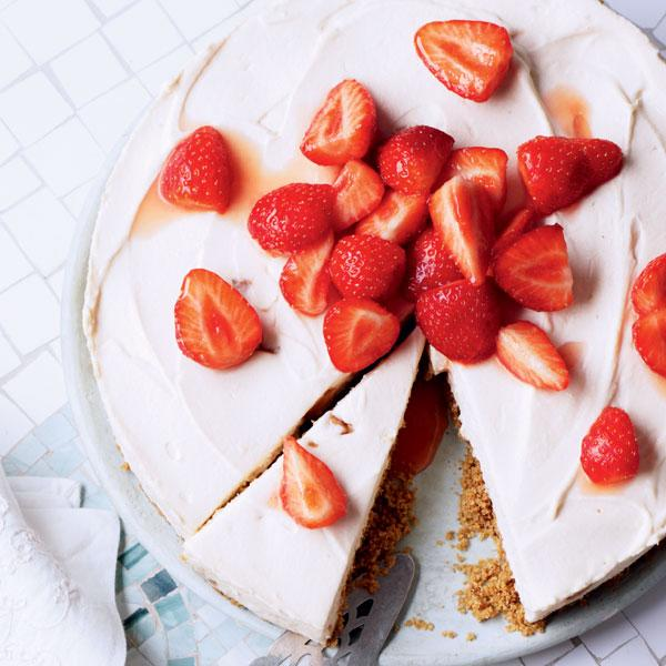 Toffee fudge and strawberry cheesecake