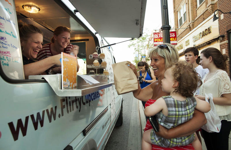 Chicago mayor seeks recipe to expand food trucks