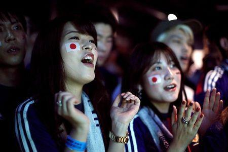 Japanese fans react as they watch a broadcast of the World Cup Group H soccer match Japan vs Senegal, at a sports bar in Tokyo, Japan June 25, 2018. REUTERS/Issei Kato