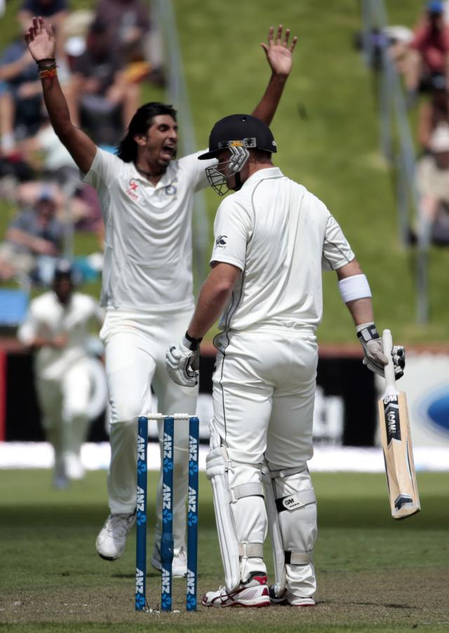 India's Ishant Sharma celebrates the dismissal of New Zealand's Corey Anderson (R) during day one of the second international test cricket match at the Basin Reserve in Wellington, February 14, 2014. REUTERS/Anthony Phelps (NEW ZEALAND - Tags: SPORT CRICKET)