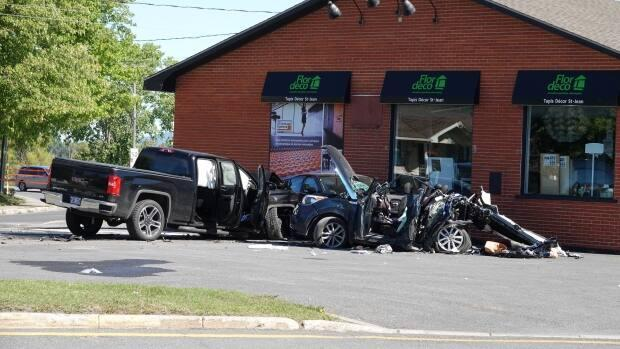 According to provincial police, a pickup truck travelling at a high speed hit the family's car, which was stopped at a red light at the intersection of Boulevard du Séminaire Nord and Boulevard Saint-Luc, around 10:30 a.m.   ( Mathieu Wagner/Radio-Canada - image credit)