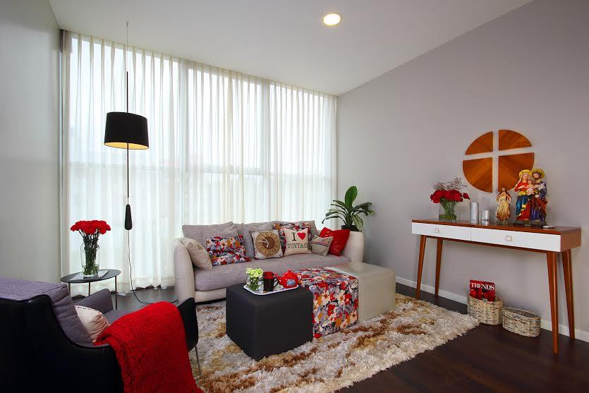 The family room captures the mid-century style with a little bit of floral patterns thrown in. The space is highlighted with warm wood accents. Scandinavian style prayer console and color coordinated cushions and puffy seats give the room a cozy feel.