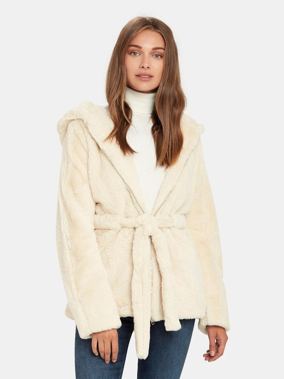 "<br><br><strong>Moon River</strong> Faux Shearling Zip Up Hooded Jacket, $, available at <a href=""https://go.skimresources.com/?id=30283X879131&url=https%3A%2F%2Fwww.verishop.com%2Fmoon-river%2Fcoats-jackets-blazers%2Ffaux-shearling-zip-up-hooded-jacket%2Fp1837447807011"" rel=""nofollow noopener"" target=""_blank"" data-ylk=""slk:Verishop"" class=""link rapid-noclick-resp"">Verishop</a>"