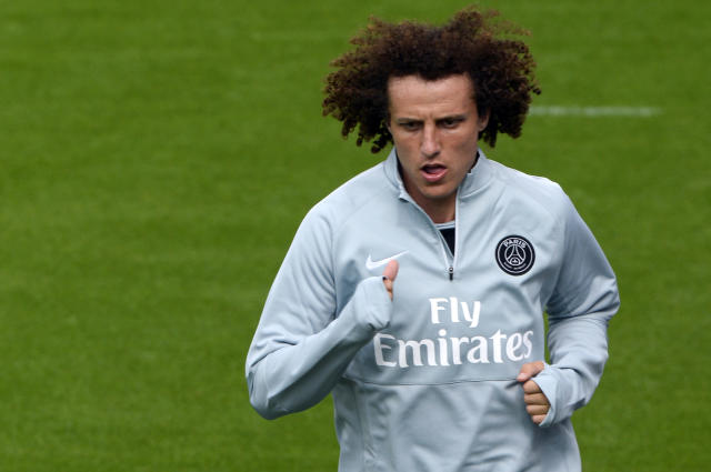 Paris Saint-Germain's newly recruited Brazilian defender David Luiz runs during a training session on August 7, 2014 at the club's Camp des Loges training centre in Saint-Germain-en-Laye, west of Paris (AFP Photo/Bertrand Guay)