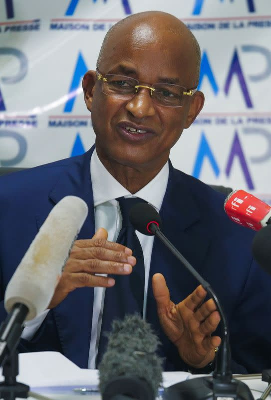 FILE PHOTO: Guinea's main opposition leader Cellou Dalein Diallo, nominated by the UFDG party to challenge President Alpha Conde in the October 18 presidential election, holds a news conference in Dakar
