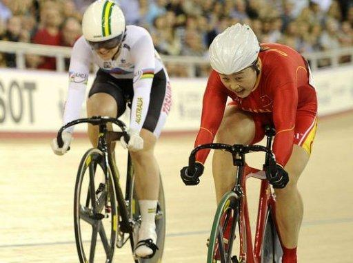 Australia's Anna Meares (L) and China's Guo Shuang