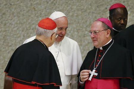 Pope Francis talks with Cardinal Lorenzo Baldisseri (L) and Bishop Fabio Fabene (2nd R) during a special audience to mark the 50th anniversary of Synod of Bishops in Paul VI hall at the Vatican October 17, 2015. REUTERS/Tony Gentile -