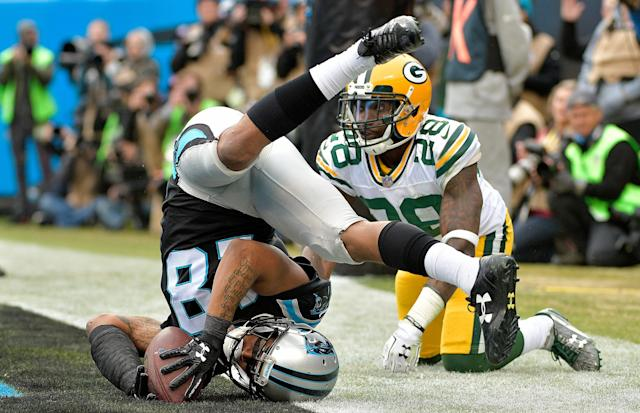 <p>Damiere Byrd #18 of the Carolina Panthers catches a touchdown pass against Josh Hawkins #28 of the Green Bay Packers in the third quarter during their game at Bank of America Stadium on December 17, 2017 in Charlotte, North Carolina. (Photo by Grant Halverson/Getty Images) </p>