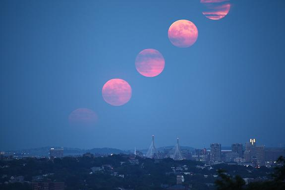 Big Full Moon Myths Debunked: The Truth About June's 'Supermoon'
