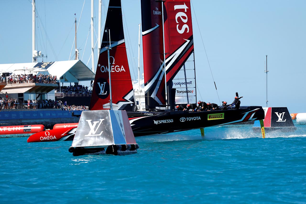 Sailing - America's Cup finals - Hamilton, Bermuda - June 25, 2017 -   Emirates Team New Zealand crosses the finish line to win race eight over Oracle Team USA in America's Cup finals .  REUTERS/Mike Segar