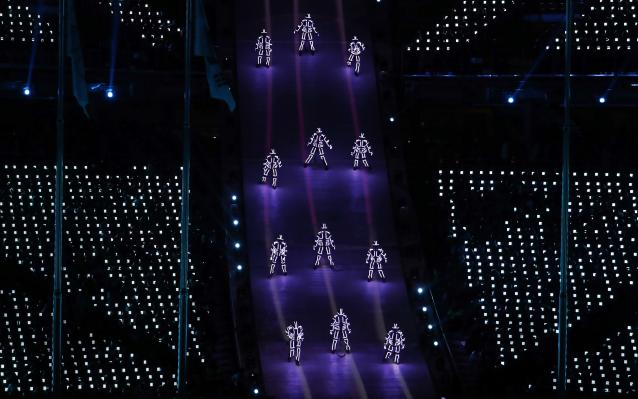 <p>Artists perform. REUTERS/Damir Sagolj </p>