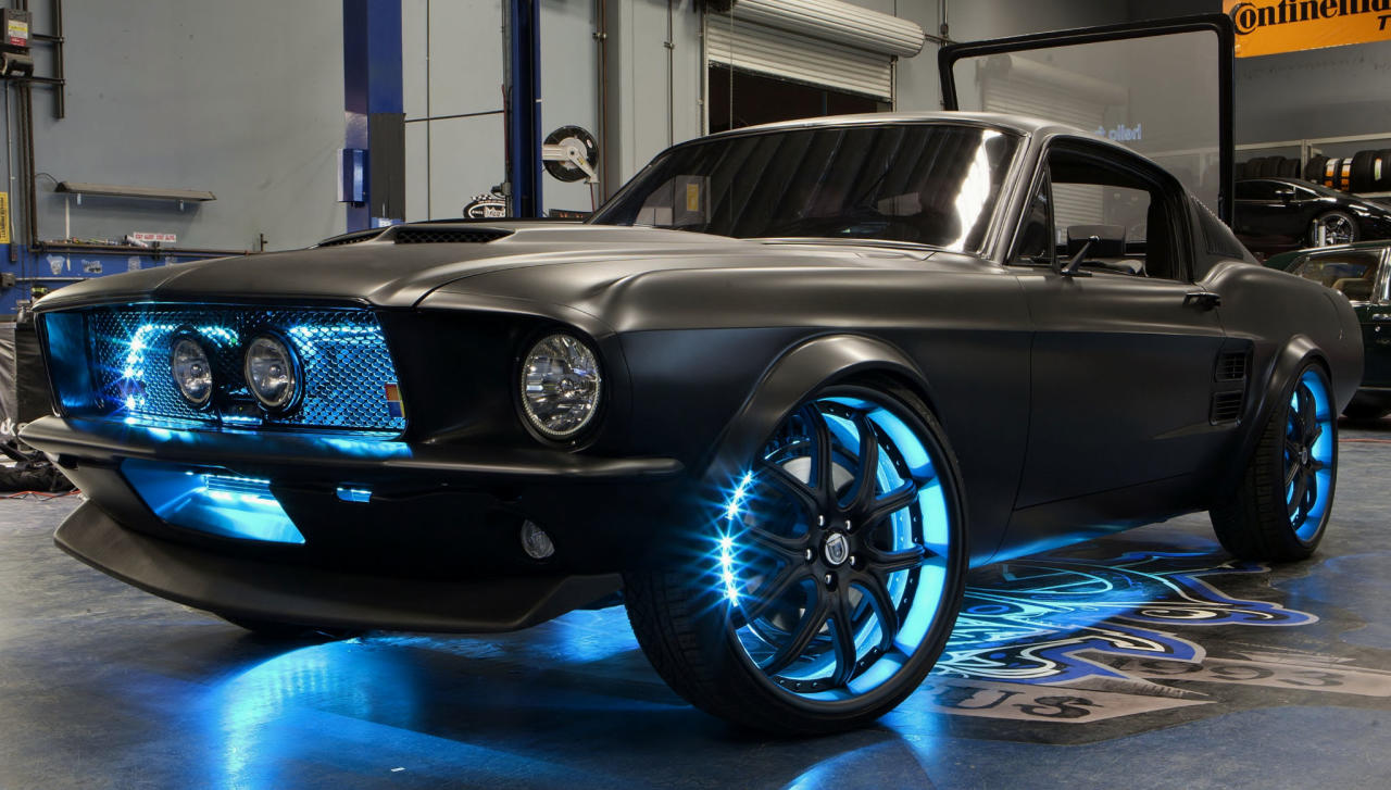 Project Detroit was created to inspire developers to think about building apps and automotive technologies of the future. The suite of features incorporated into the Mustang include Kinect for Xbox 360, Xbox 360, the Windows operating system, Windows Phone, Windows Azure, Bing, and Ford Sync.