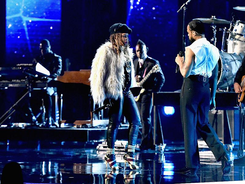 Song maxwell sung on bet awards rating sports betting sites