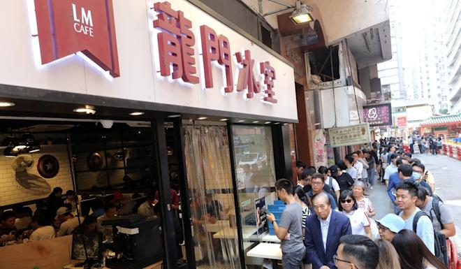 People queue outside a Lung Mun Cafe in Hung Hom after an attack on the restaurant last year. Photo: Dickson Lee