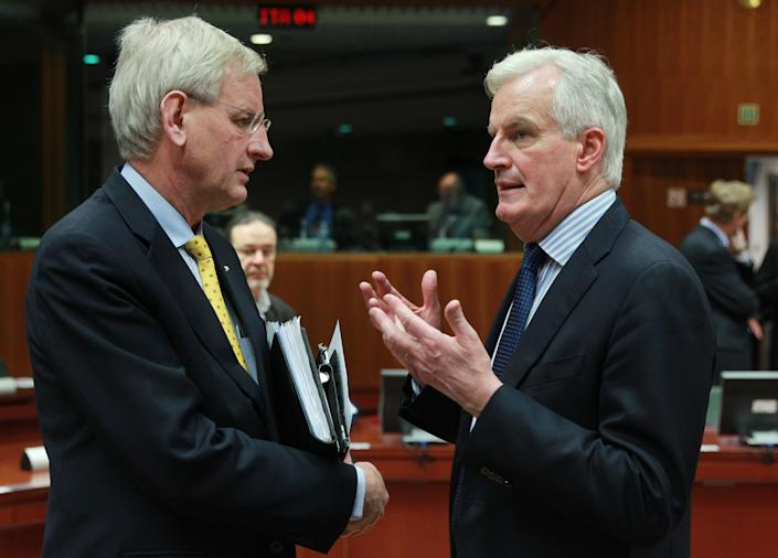 European Commissioner for Internal Market and Services Michel Barnier, right, talks with Swedish Foreign Minister Carl Bildt, prior to an extraordinary foreign ministers meeting on Ukraine, at the European Council building in Brussels, Thursday, Feb. 20, 2014. The 28-nation European Union holds an emergency meeting on Ukraine, to consider sanctions against those behind the violence. (AP Photo/Yves Logghe)