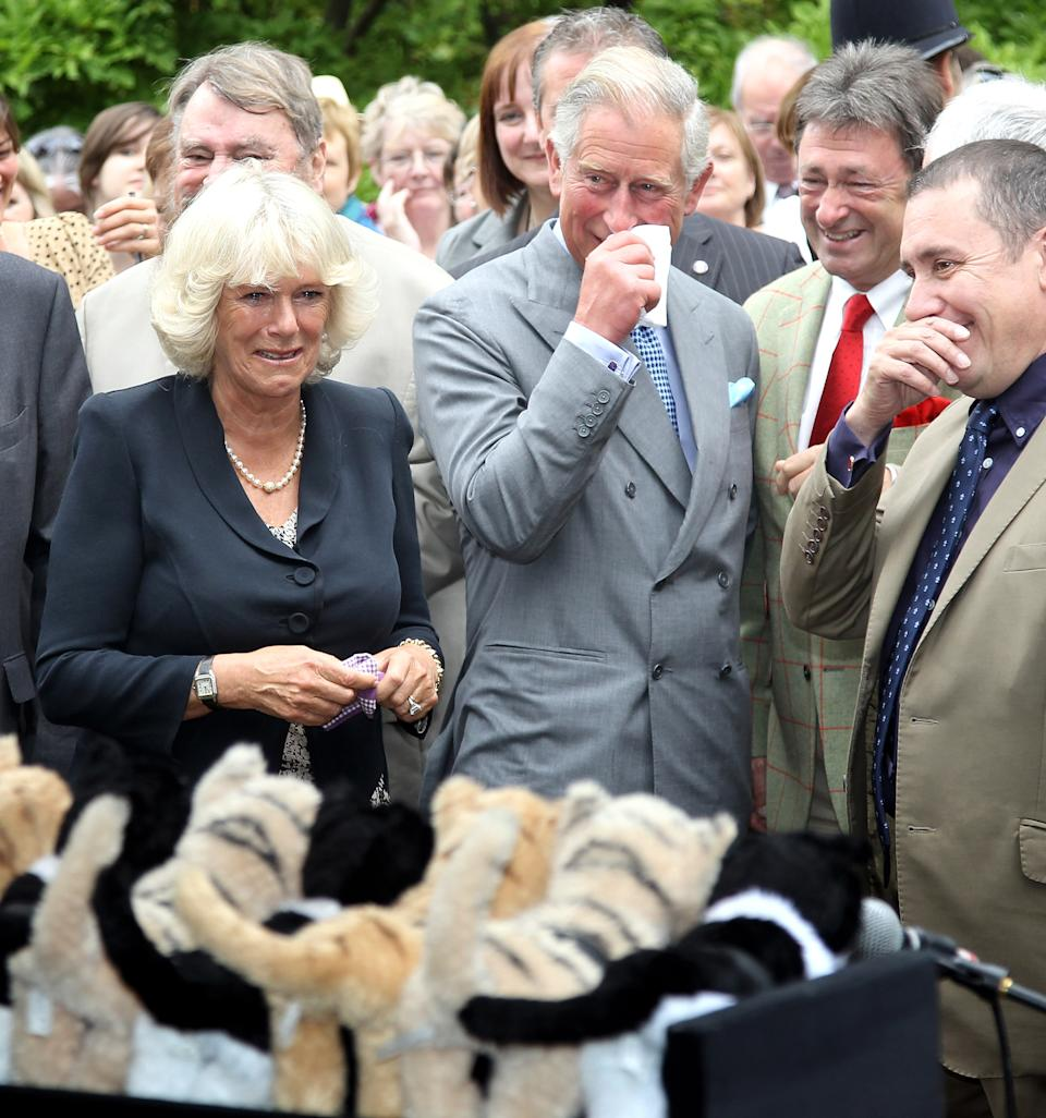 LONDON, ENGLAND - SEPTEMBER 10:  (L-R) Camilla, Duchess of Cornwall, Prince Charles, Prince of Wales, Alan Titchmarsh and Jools Holland burst into laughter as they watch a performance of Henry Dagg's 'Cat Organ' during a visit to 'The Garden Party to Make a Difference' at Clarence House on September 10, 2010 in London, England. The Garden Party is part of Prince Charles' new START campaign to promote ecological awareness.  (Photo by Chris Jackson/Getty Images)
