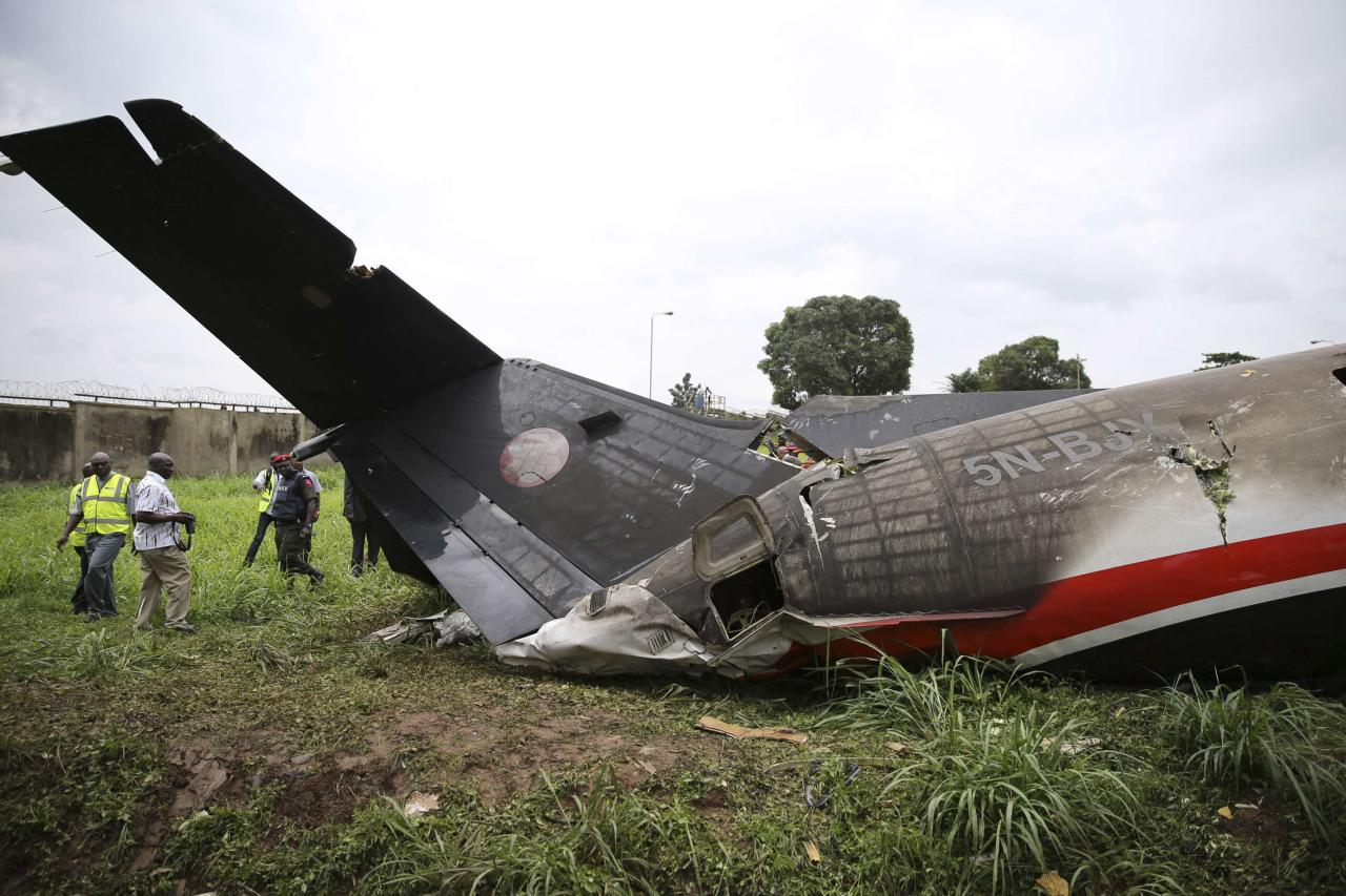 The tail of a plane is seen at the site of a plane crash near the Lagos international airport October 3, 2013. Fifteen people were killed when an Embraer passenger plane crashed shortly after take-off just outside Lagos airport's domestic terminal on Thursday, Nigerian authorities said. REUTERS/Akitnunde Akinleye (NIGERIA - Tags: DISASTER SOCIETY)