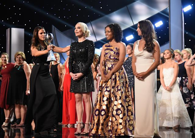 Jennifer Garner presented the women, including Sarah Klein, Tiffany Thomas Lopez, and Aly Raisman, with the Arthur Ashe Courage Award at the ESPYs. (Photo: Kevin Mazur/Getty Images)
