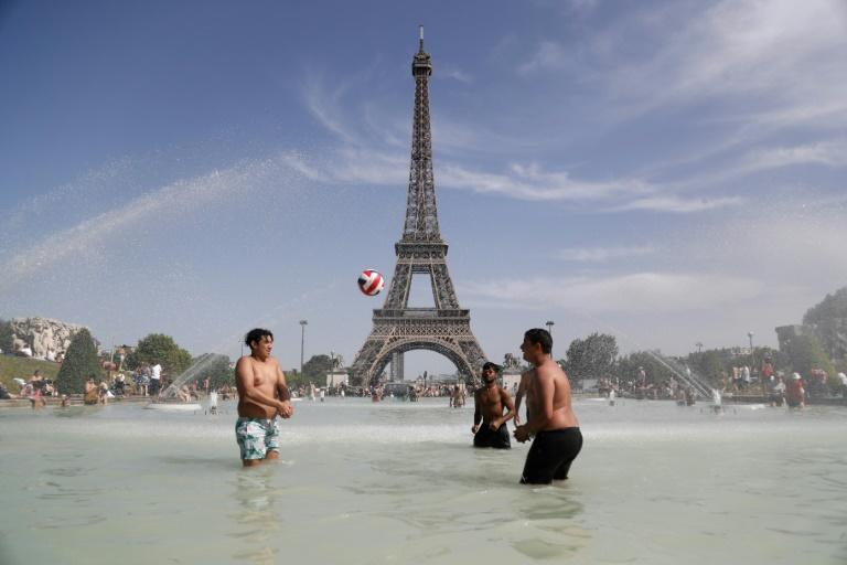 Meteo France is forecasting 41 or 42 degrees Celsius in Paris on Thursday (AFP Photo/Zakaria ABDELKAFI)