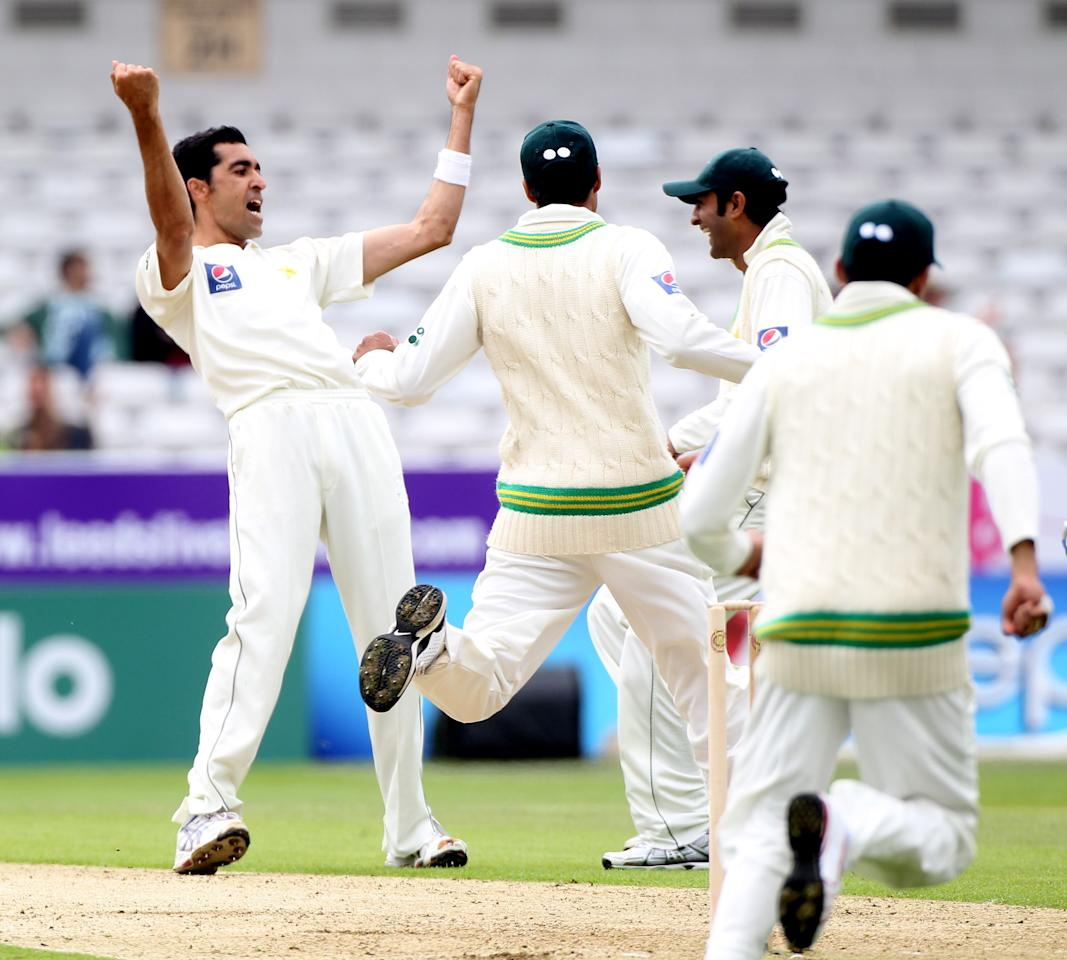 LEEDS, ENGLAND - JULY 21: Umar Gul of Pakistan celebrates the wicket of Michael Hussey during day one of the 2nd Test between Pakistan and Australia at Headingley Carnegie Stadium on July 21, 2010 in Leeds, England.  (Photo by Julian Herbert/Getty Images)