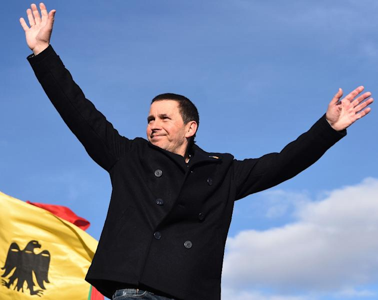 Basque leader Arnaldo Otegi celebrates after his release from prison in the northern Spanish city of Logrono on March 1, 2016 (AFP Photo/Ander Gillenea)