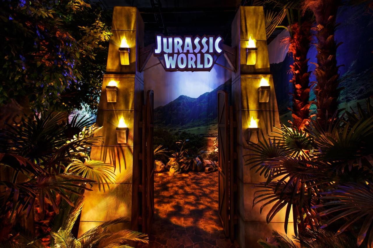 <p>Visitors pass through this portal, modeled on the tram entrance from <i>Jurassic World</i>, into the exhibition (Photo: James Thomas/The Franklin Institute) </p>