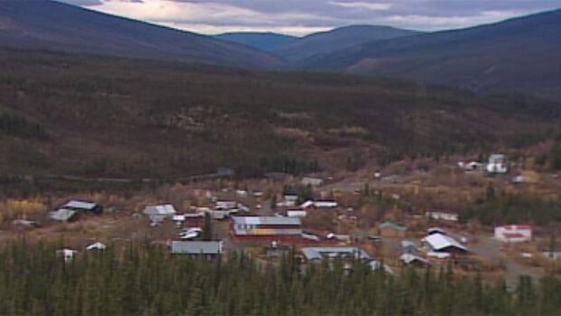 Residents of Keno City, Yukon, will soon have to drive an hour and a half to Mayo to dump their garbage. Frustrated local residents feel the territorial government is letting them down.  ( - image credit)