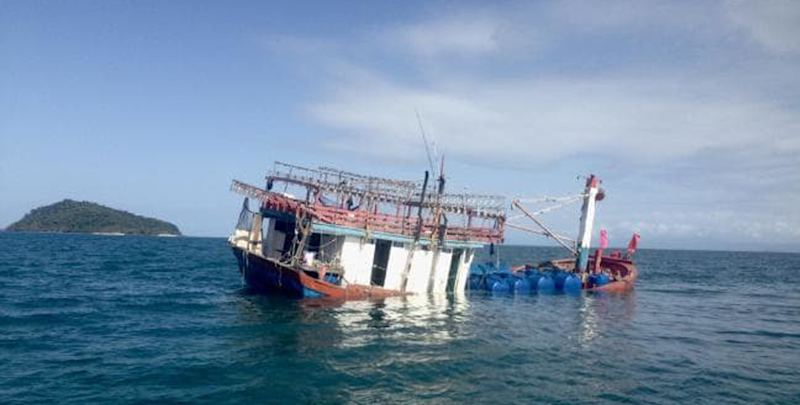 Asylum seeker vessel runs aground in north Queensland