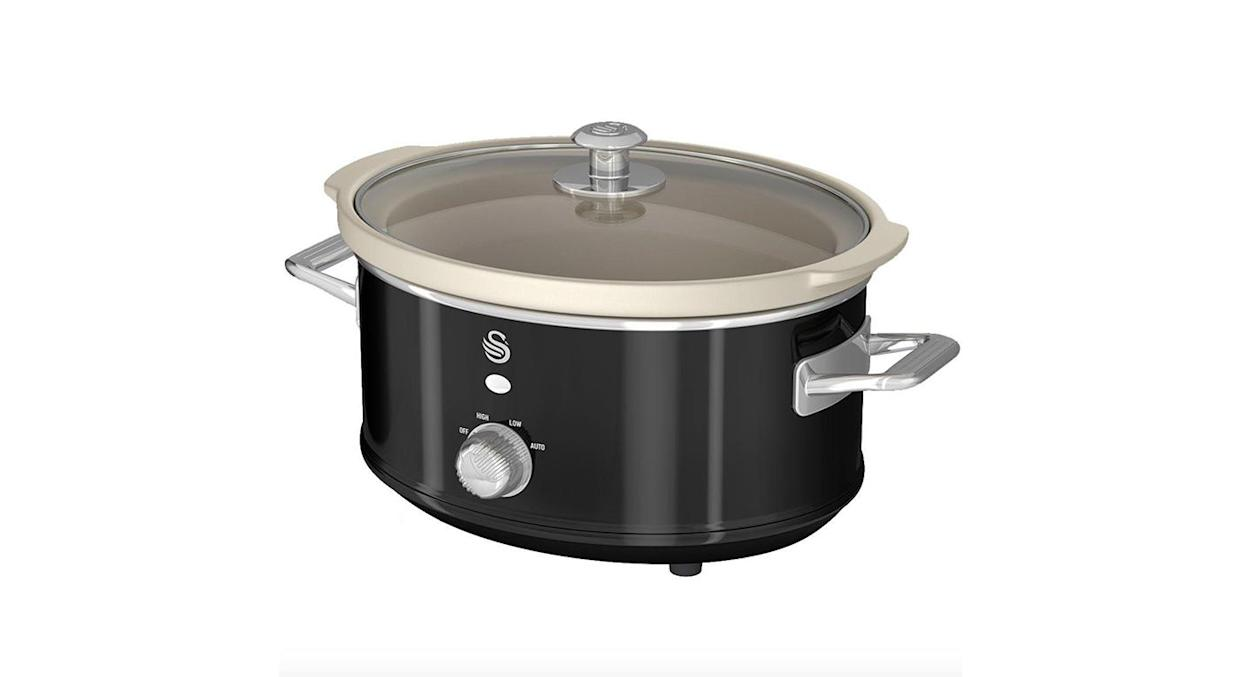 Stylish and practical, this retro slow cooker from Swan is fuss-free to use