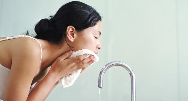 Double-cleansing is supereffective in removing dirt, oil, and buildup from your skin. (Photo: Getty)