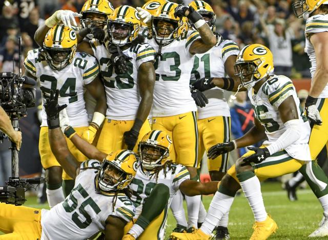 Green Bay Packers players pose for the camera after their 10-3 win over the Chicago Bears in the first game of the regular season on September 5, 2019. (AP Foto/David Banks)