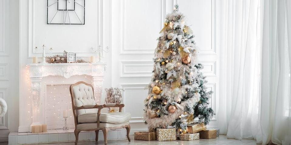 <p>This fluffed white tree boasts a snow-dusted design with a soft texture and warm palette that's inviting and grand.</p>