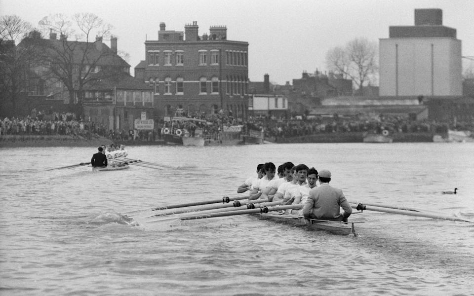 Oxford versus Cambridge Boat Race, on The River Thames, London, 23rd March 1963. The 109th Boat Race took place on 23 March 1963. Held annually, the event is a side-by-side rowing race between crews from the Universities of Oxford and Cambridge along the River Thames. The race, umpired by Gerald Ellison, the Bishop of Chester, was won by Oxford with a winning margin of five lengths.. (Photo by Cyril Maitland/Mirrorpix/Getty Images) - Getty