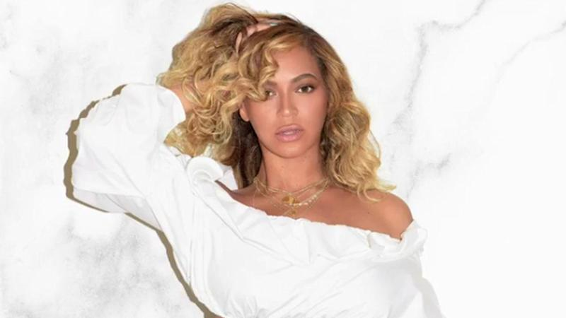 Beyonce Shows Off Toned Tummy 4 Months After Birth of Twins in Super Chic Photoshoot -- See Her Sexy Poses!