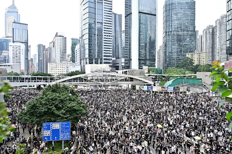 Asian shares mixed on jitters over Hong Kong protests