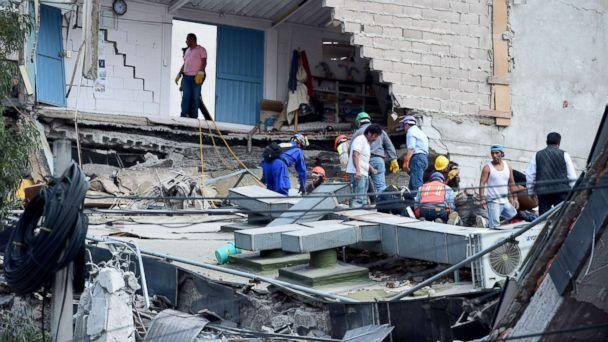 PHOTO: People look for possible victims after walls of a building collapsed during a quake in Mexico City, Sept. 19, 2017. (Ronaldo Schemidt/AFP/Getty Images)